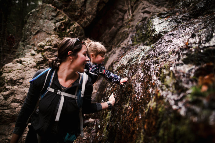Being in the outdoors can help sensory exploration by Alana Dimmick for Hike it Baby