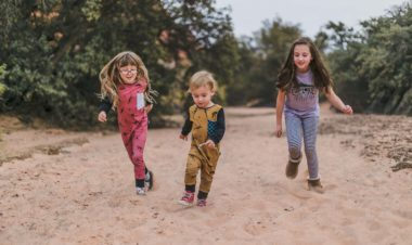 10 ways to get your kids outside when life gets busy by Arika Bauer for Hike it Baby
