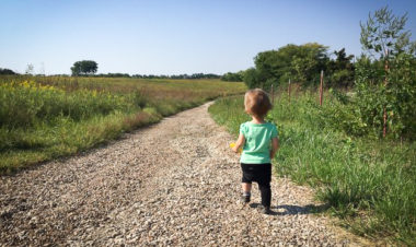 5 Kid-friendly hikes in Kansas for young children by Vong Hamilton for Hike it Baby