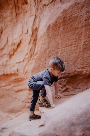 Navigating desert hiking by Shanti Hodges for Hike it Baby