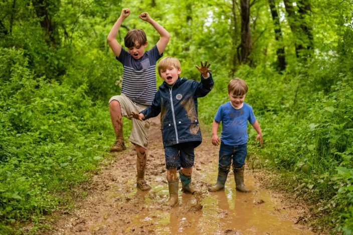 How to Foster Multi-Age Play in the Outdoors by Erin Pennings for Hike it Baby