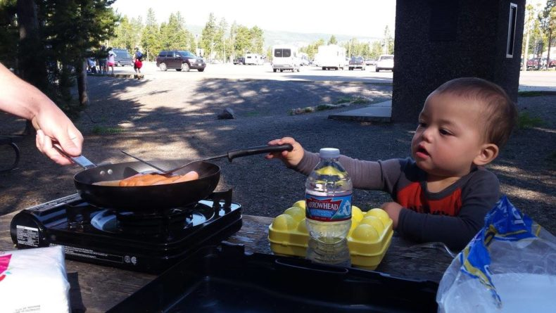 How to pack snacks and food on road trips by Vong Hamilton for Hike it Baby