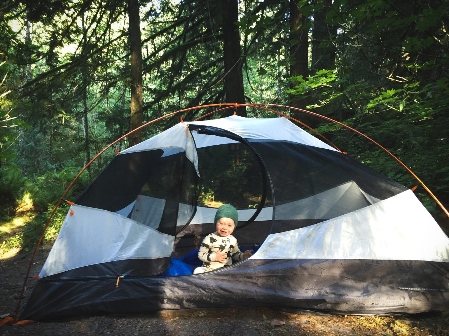 Helpful camping hacks for camping with kids by Vong Hamilton for Hike it Baby