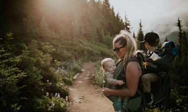 How to tandem carry while hiking by Sam Reddy for Hike it Baby
