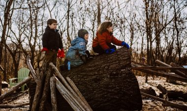 Learning in nature: programs that promote love for nature by Becca Hosley for Hike it Baby