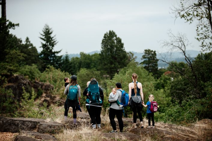 show how families hike together