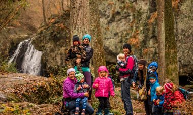 group with kids hiking in the woods